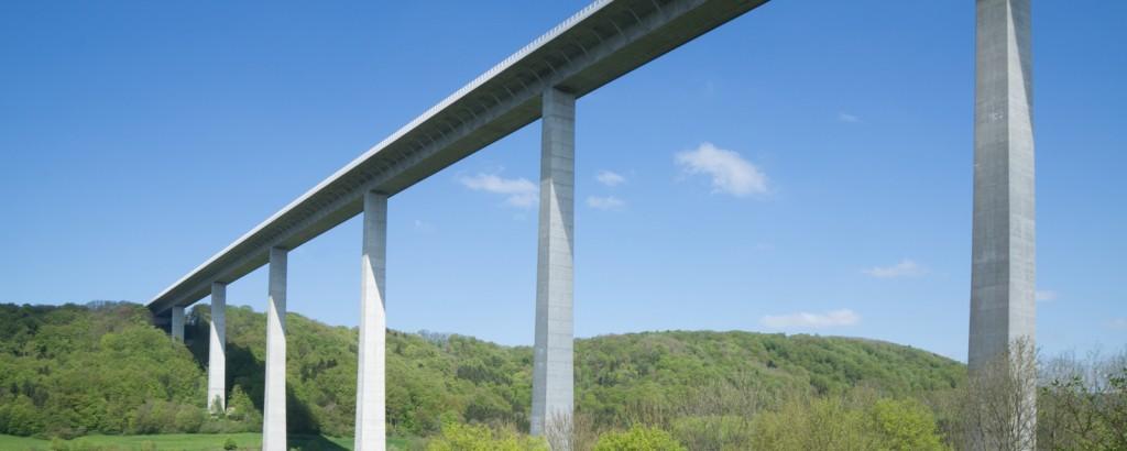 Bemessung von Stahl- und Spannbetonbrücken nach DIN EN 1991-2 und DIN EN 1992-2